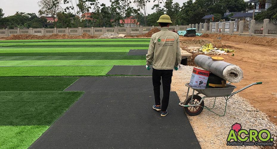 Chi phí bảo dưỡng sân cỏ nhân tạo
