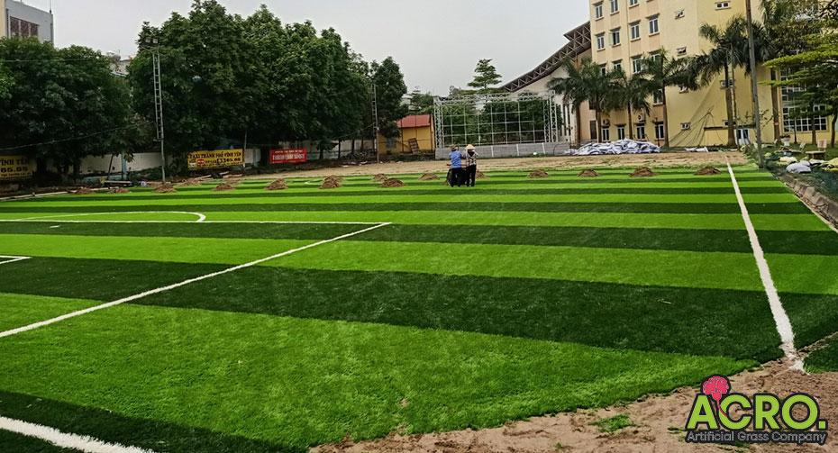Mở sân cỏ nhân tạo