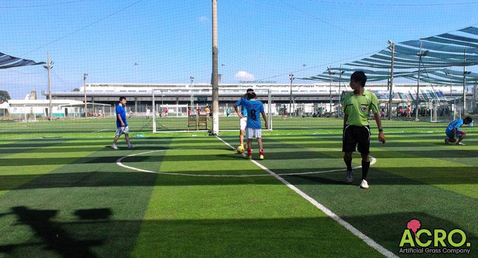 Có nên đầu tư sân bóng cỏ nhân tạo