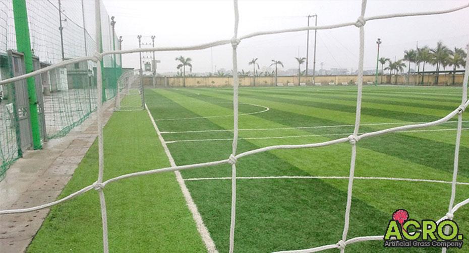 Giá lưới chắn bóng sân cỏ nhân tạo